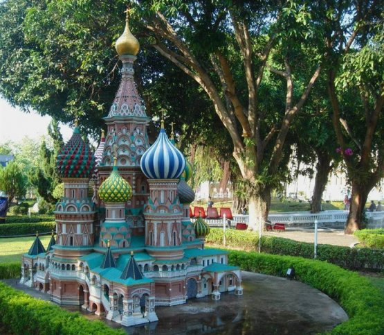 Миниатюрные памятники Москвы